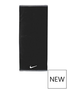 nike-fundamental-towel-large