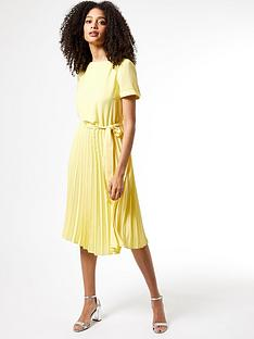 dorothy-perkins-turn-black-pleat-midi-dress-yellow