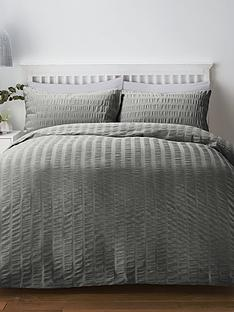 serene-seersucker-duvet-cover-set