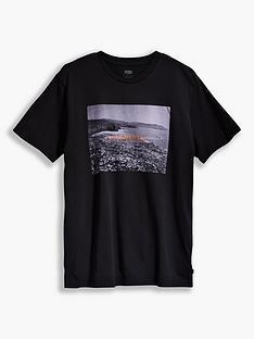 levis-photo-print-detail-t-shirt-black