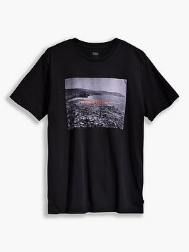 levis-photo-print-detail-t-shirt-black