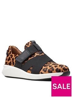 clarks-un-rio-strapnbsptrainer-leopard-print