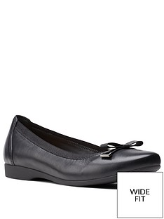 clarks-un-darcey-bow-wide-fit-leather-ballerina-black