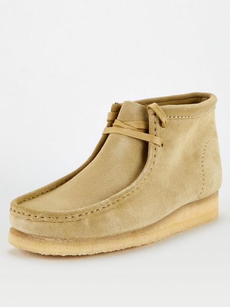 clarks-originals-suede-wallabee-boots-maple