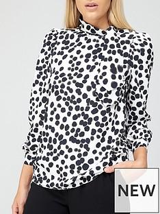 v-by-very-printed-tie-neck-blouse-spot-print