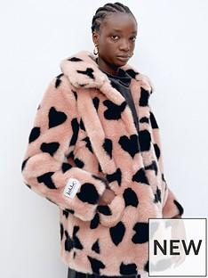 jakke-tilly-heart-print-faux-fur-jacket-pink