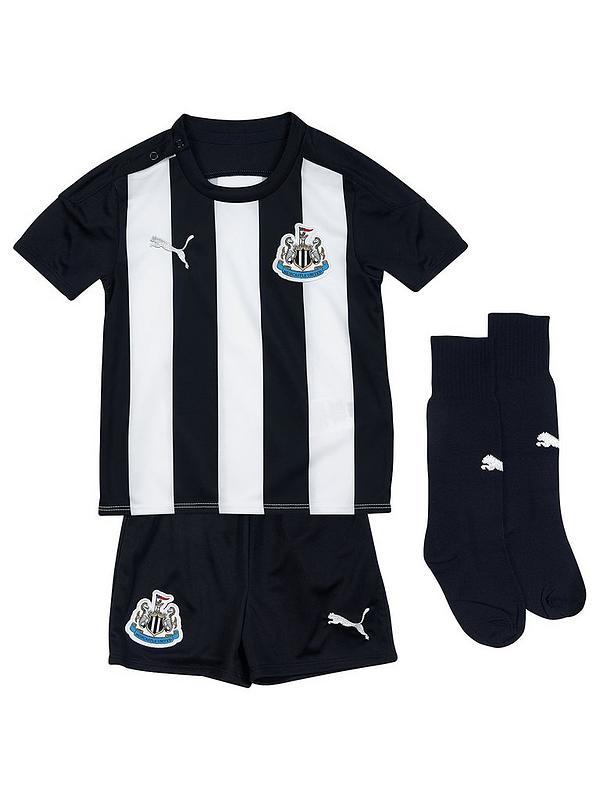Productividad Con preferir  Puma Newcastle Kids Home 2020/21 Replica Mini Kit - Black | very.co.uk