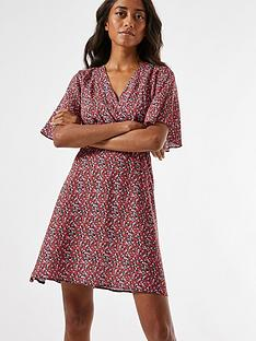 dorothy-perkins-petite-ditsy-shirred-waist-dress--nbspred