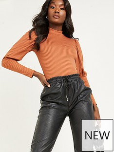 quiz-ribbed-puff-sleeve-knitted-top-rust
