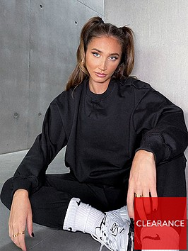 in-the-style-in-the-style-x-megan-mckenna-black-oversized-boyfriend-fit-sweatshirt-black