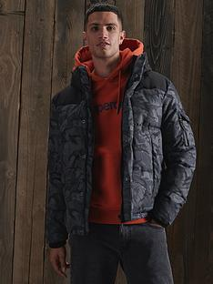 superdry-quilted-everest-jacket-black-print