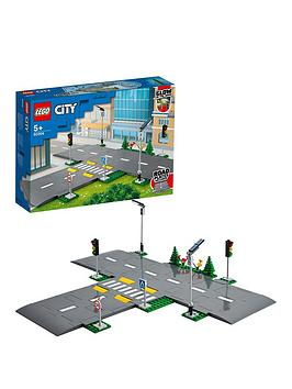 lego-city-road-plates-building-set-with-traffic-lights-60304
