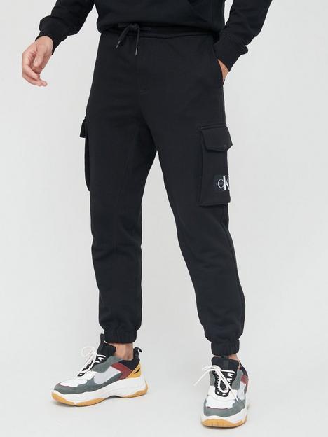 calvin-klein-jeans-cargo-badge-fleece-joggers-black