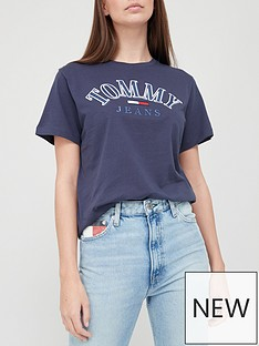 tommy-jeans-relaxed-college-logo-tee-navy