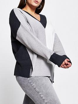 ri-plus-ri-plus-v-neck-knitted-jumper-colourblock