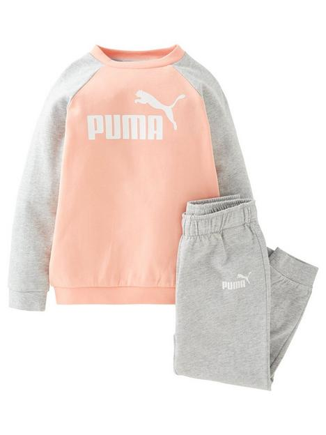 puma-2-piecenbspminicats-essential-raglan-sweatshirt-and-joggers-set-pinkgrey