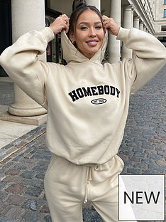 in-the-style-in-the-style-x-naomi-genes-cream-homebody-embroidered-slogan-oversized-hoodie