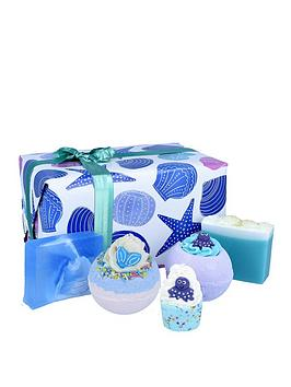 bomb-cosmetics-mermaid-tails-amp-seashells-bath-bomb-gift-set