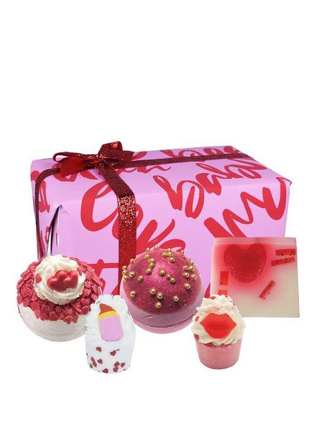 bomb-cosmetics-date-night-bath-bomb-gift-set