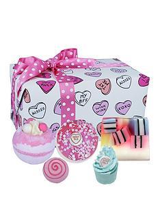 bomb-cosmetics-sweet-illusion-bath-bomb-gift-set