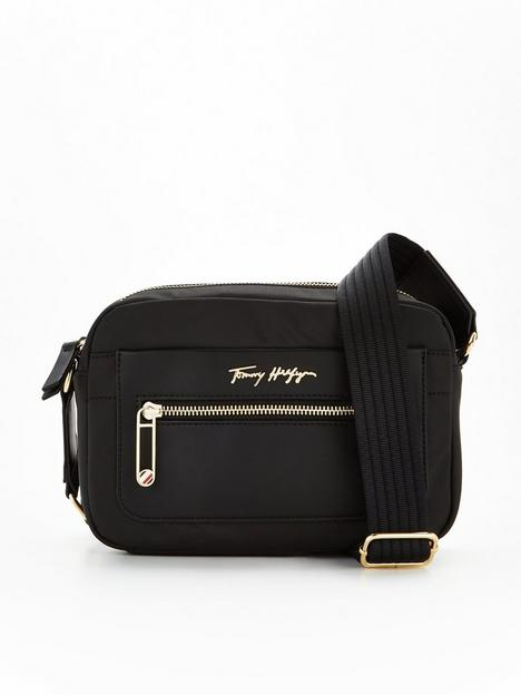 tommy-hilfiger-recycled-poly-camera-bag-black