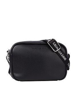calvin-klein-jeans-double-zip-camera-bag-black