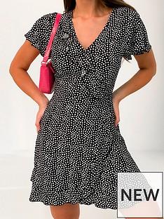 missguided-missguided-frill-sleeve-ruffle-tea-short-sleevenbspdress-black