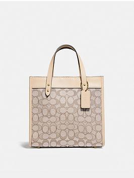 coach-field-22-signature-jacquard-tote-bag-off-white