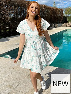 in-the-style-in-the-style-stacey-solomon-white-eucalyptus-flippy-sleeve-tiered-day-dress