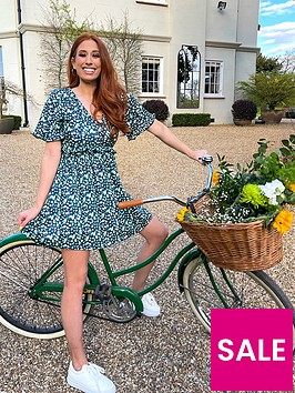 in-the-style-in-the-style-xnbspstacey-solomonnbspditsy-floral-tiered-sleeve-dress-navy