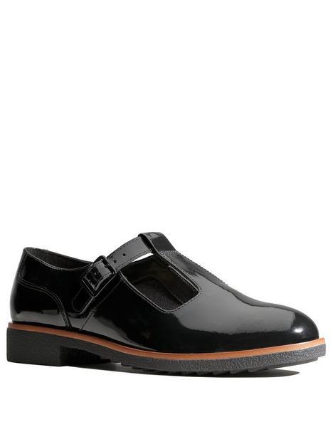 clarks-griffin-town-flat-shoe