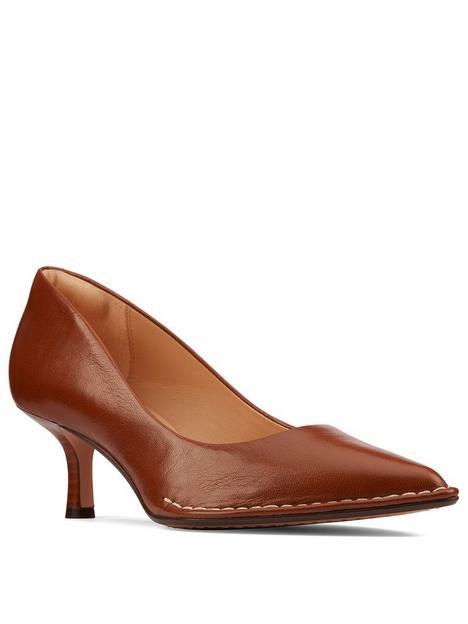 clarks-thorna55-heeled-court-shoe