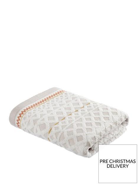 pineapple-elephant-diamond-jacquard-hand-towel-natural