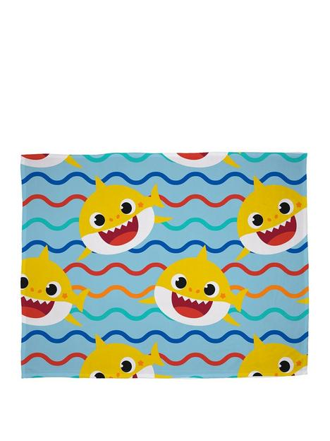 baby-shark-rainbow-fleece-blanket