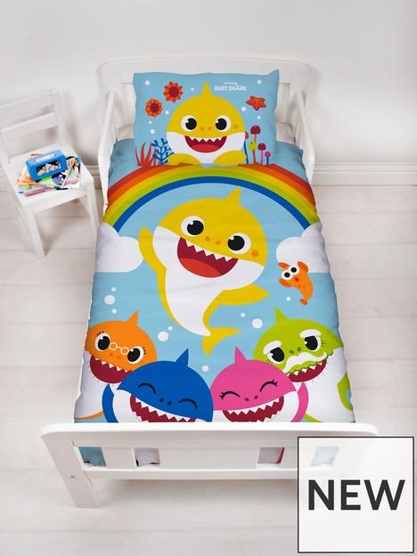 baby-shark-rainbow-duvet-set-junior