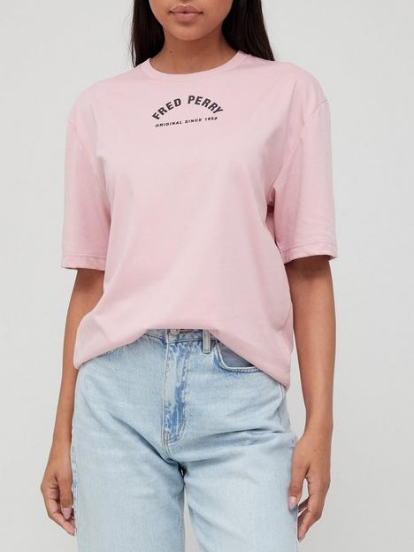 fred-perry-arch-branded-t-shirt-pink