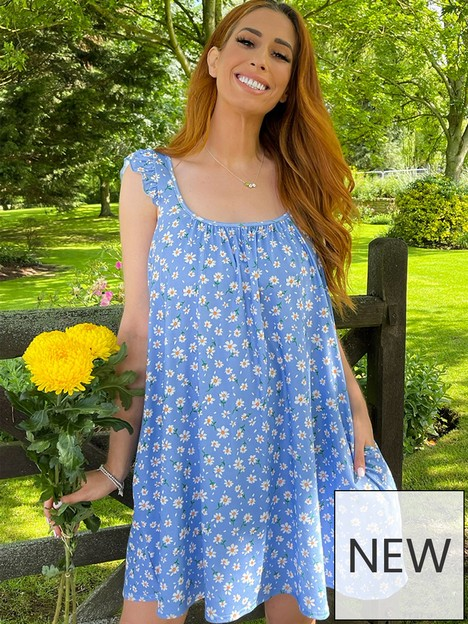 in-the-style-in-the-style-stacey-solomon-blue-daisy-print-tie-shoulder-swing-mini-dress