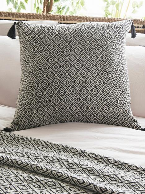 cosmopolitan-cosmo-living-monochrome-cushion